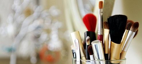 Pincéis de maquiagem: saiba como limpá-los, garantindo a durabilidade e evitando contaminações!