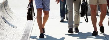Combine bermudas e shorts com…. sapatos sociais