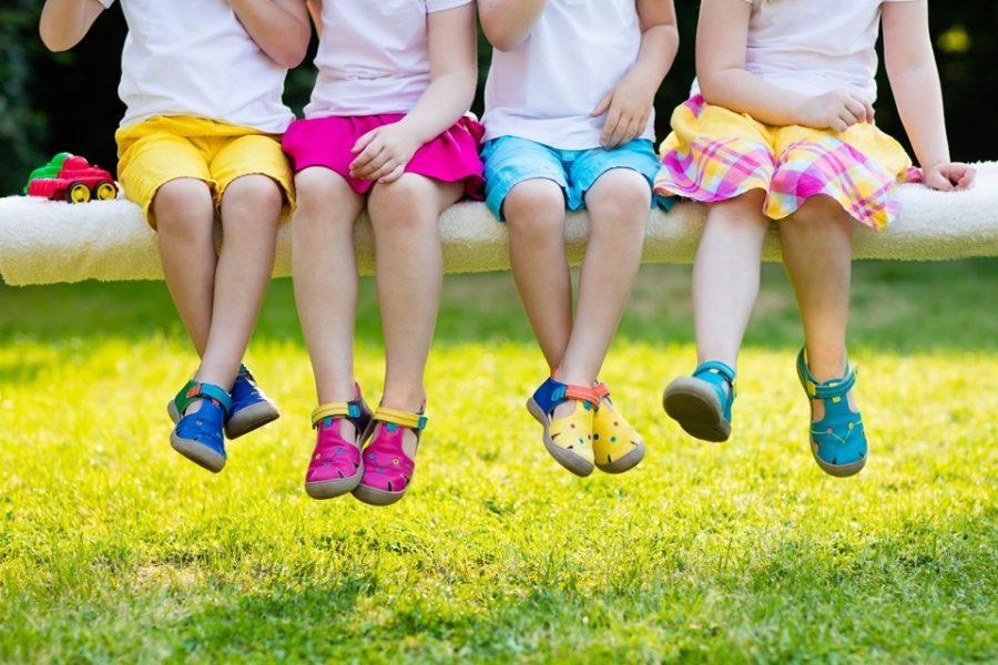 Dicas de calçados para os pequenos aproveitarem o verão
