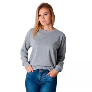 Mulher vestindo moletom flanelado cinza